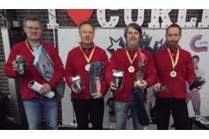 Призы от CurlingShop.ru команде Сеньоров Москвы